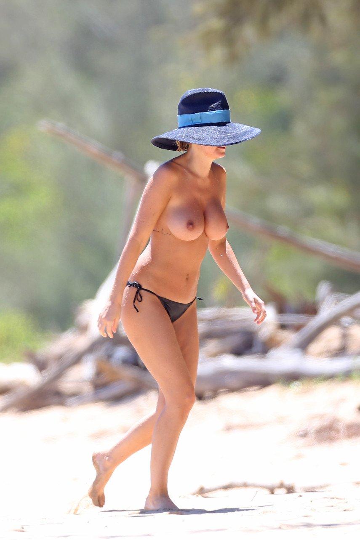 Lavelda fann pics topless