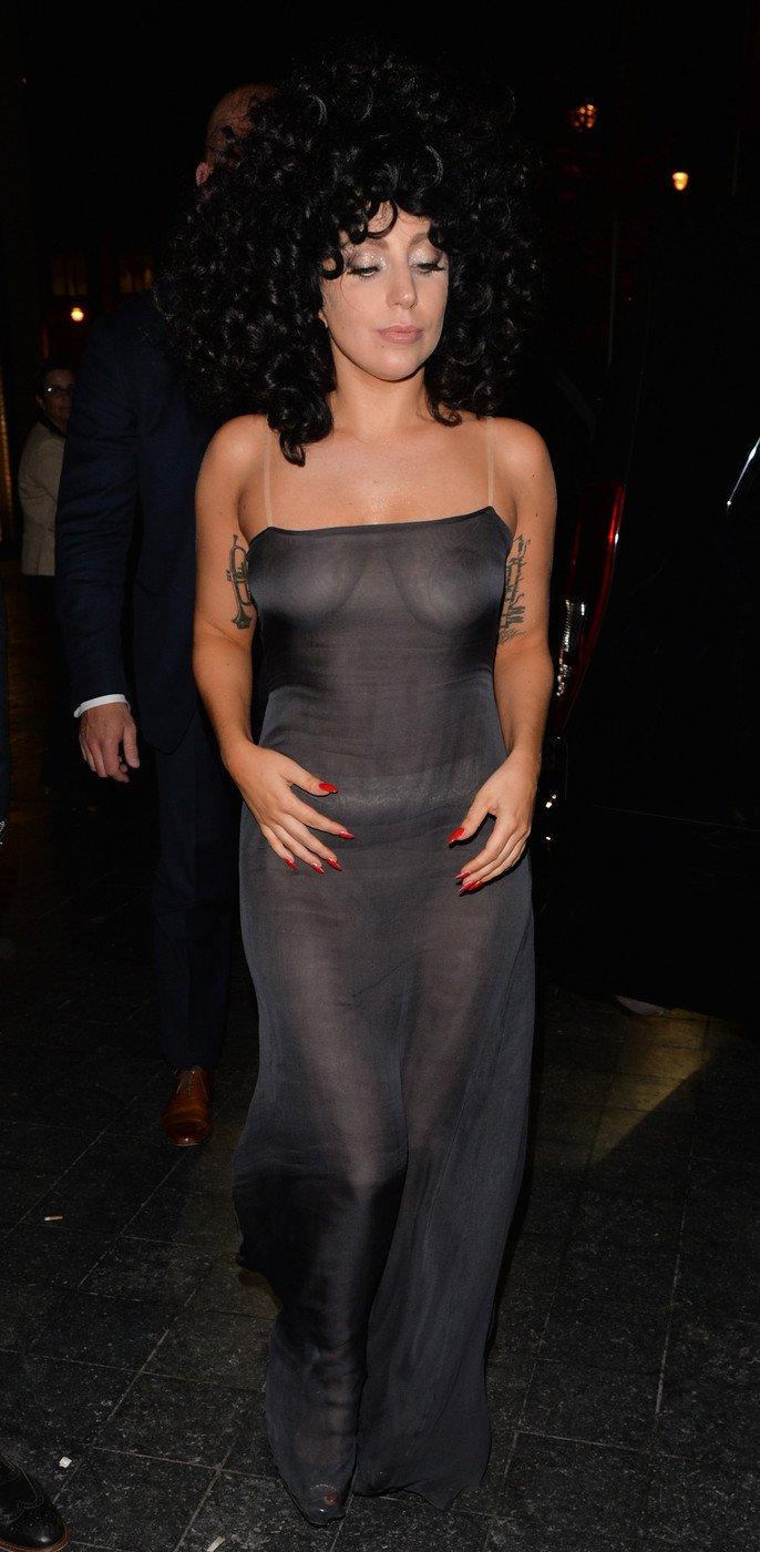 1. Леди Гага в прозрачном платье в брюссельском клубе Jazz Club