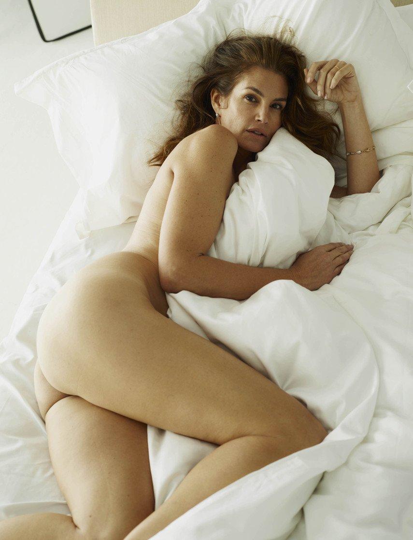 1. Откровенные фото со съемки Синди Кроуфорд для журнала W