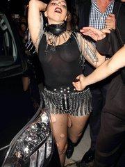 Леди Гага засветила грудь