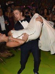 София Вергара показала грудь во время танца