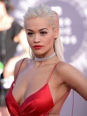 Откровенные наряды знаменитостей на MTV Video Music Awards