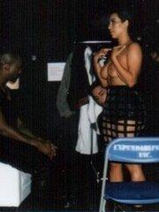 Ким Кардашьян в очередной раз показала свою голую грудь