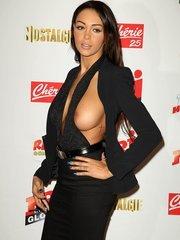 Набилла Бенаттиа засветила грудь на NRJ пресс-конференции