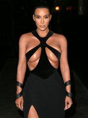 Винтажное «полуголое» платье Ким Кардашьян на церемонии Hollywood Beauty Awards