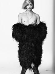 Сэльма Блэр оголала грудь для Vanity Fair