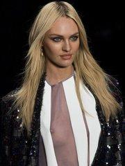 Кэндис Свейнпол появилась в прозрачной блузке  без бюстгальтера на подиуме в Бразилии!