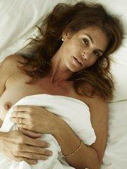 Откровенные фото со съемки Синди Кроуфорд для журнала W