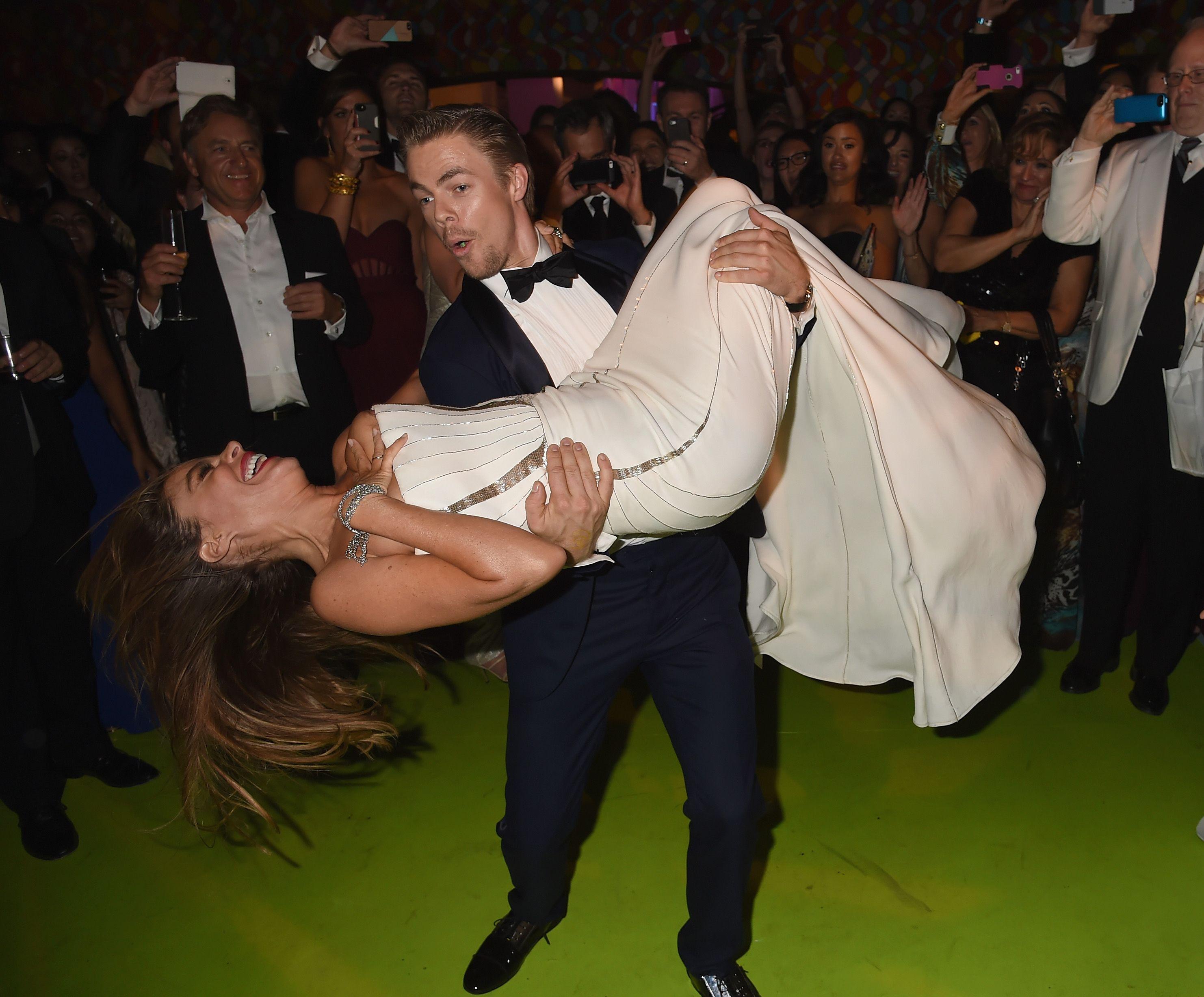 При танцах выпала грудь 6 фотография