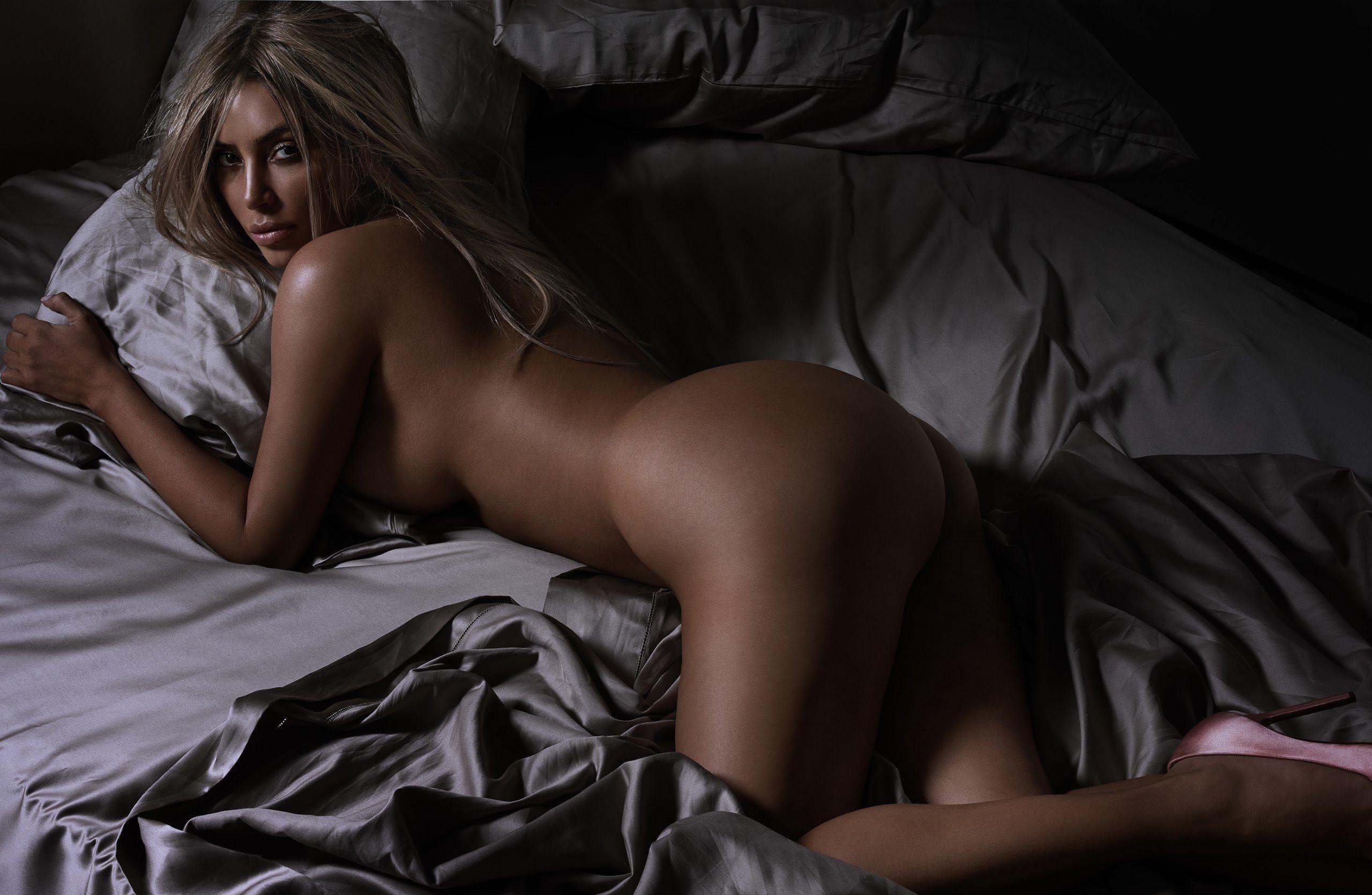 kim-kardashian-shows-her-pussy-pic-men-webcam-hunks