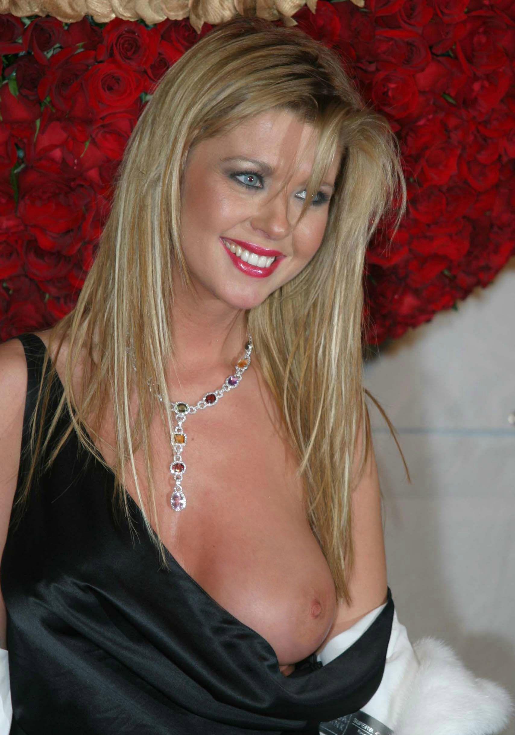 Tara reid red naked
