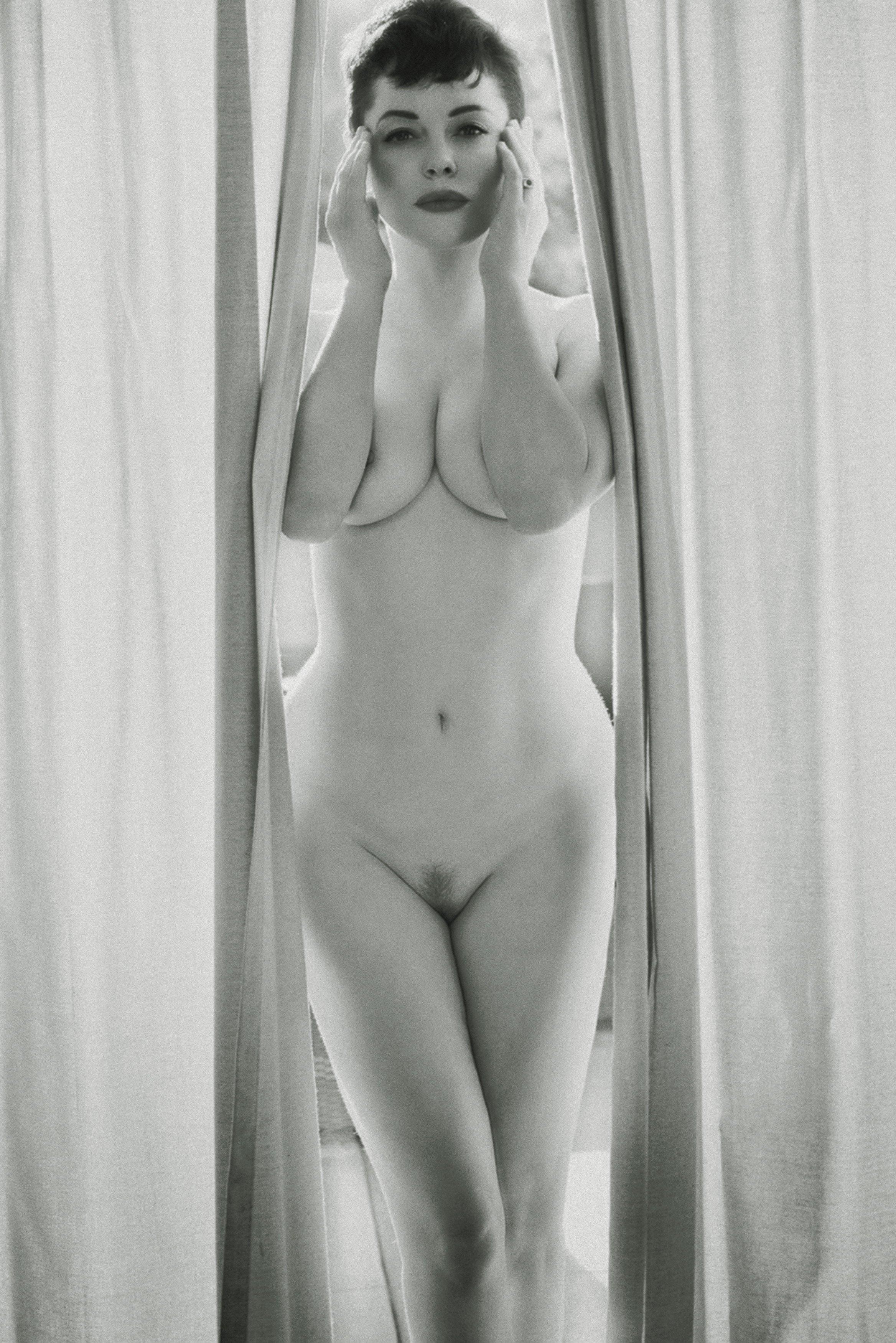 Роус макгоуэн в порно