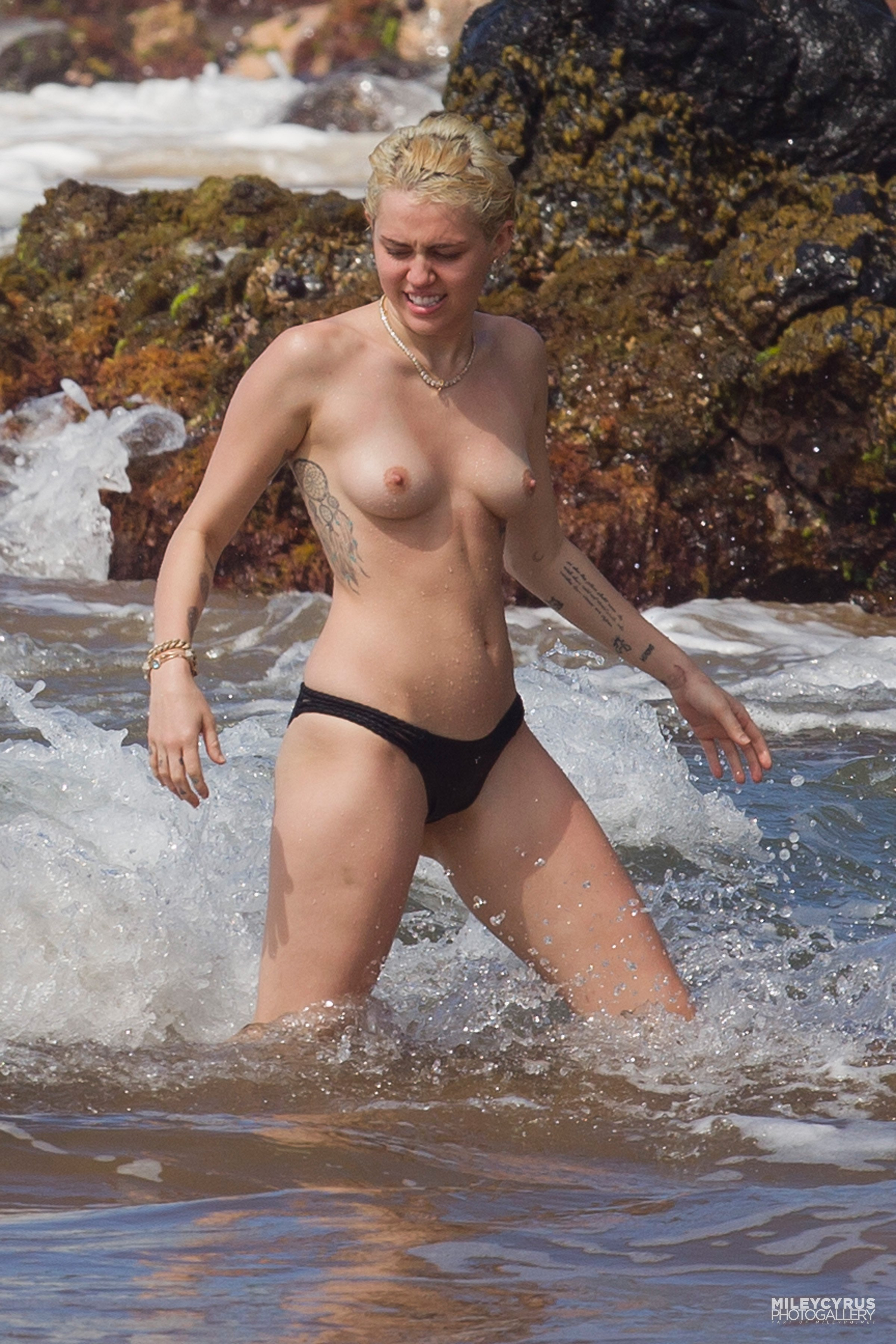Фото голые звезды на пляже 16 фотография