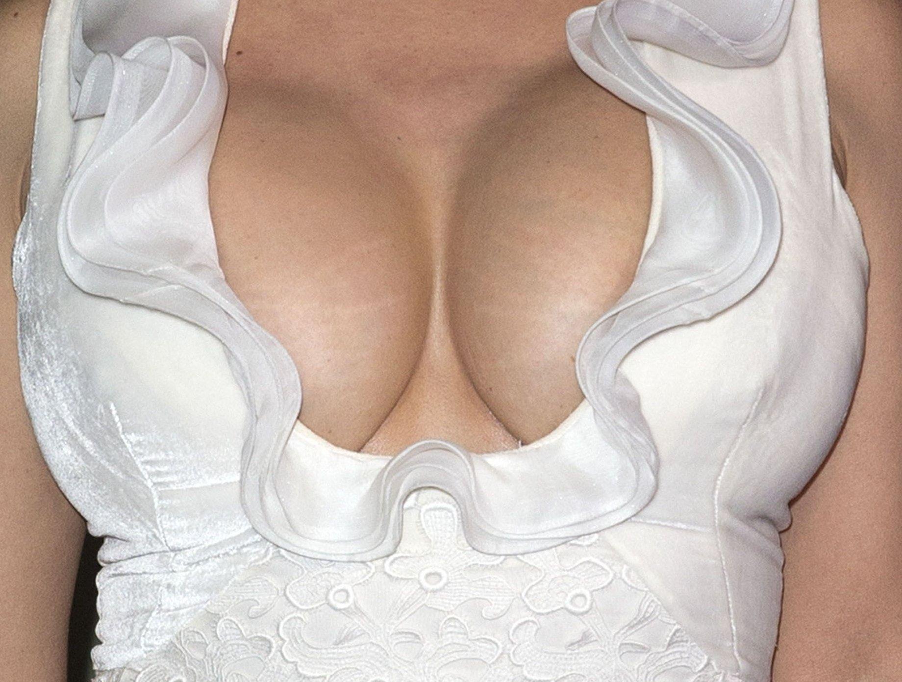 Сальма хайек большая грудь, Пластика груди Сальмы Хайек 10 фотография