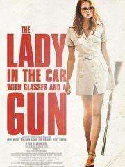 Дама в очках и с ружьем в автомобиле – эротические сцены