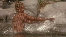 Дрю Бэрримор топлес хлюпается в воде