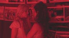 2. Лесбийский поцелуй Скарлетт Йоханссон и Пенелопы Круз – Вики Кристина Барселона