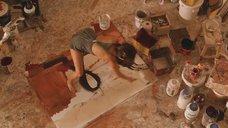 Сексуальная Пенелопа Круз рисует