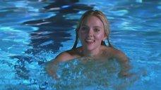 3. Скарлетт Йоханссон в бассейне – Обещать – не значит жениться