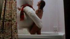 13. Элизабет Шеннон принимает ванну – Снеговик