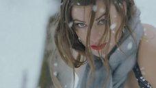 3. Оливия Уайлд с приспущеными штанами – Черный дрозд