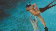 3. Сексуальная Джессика Альба под водой – Добро пожаловать в рай!