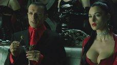 3. Декольте Моники Беллуччи – Матрица: Революция