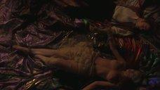 2. Голый бюст Моники Беллуччи – Дракула