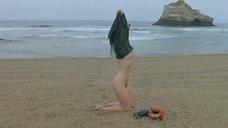 Обнаженная Софи Марсо на пляже