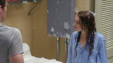 Линдси Лохан в мокрой рубашке и пене