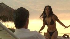 2. Сальма Хайек в купальнике – После заката
