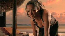 3. Сальма Хайек делает гимнастику – После заката