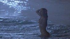 3. Обнаженная Сальма Хайек купается в море – Спроси у пыли