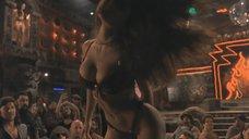 8. Опасный и эротичный танец Сальмы Хайек – От заката до рассвета