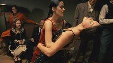 Танец и поцелуй Сальмы Хайек и Эшли Джадд