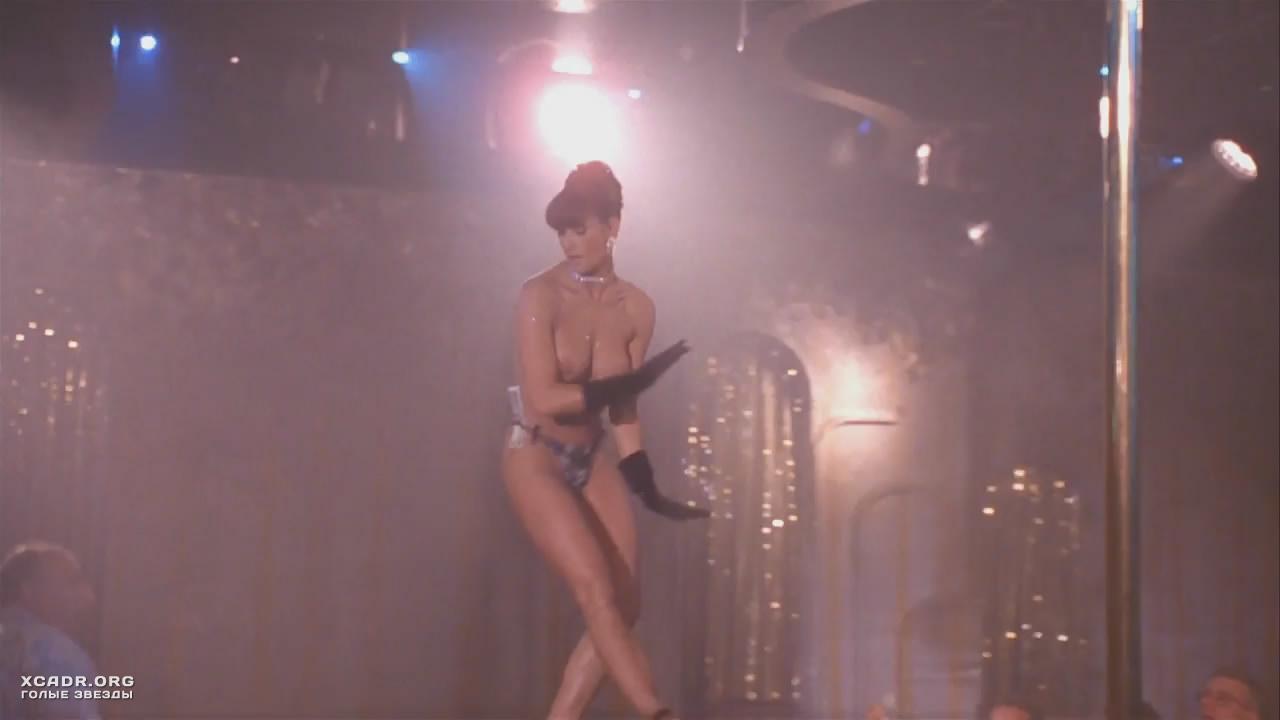 porno-video-zrelaya-russkaya-hodit-golaya