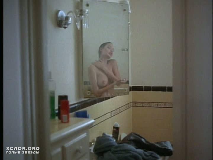 Обнаженная Анджелина Джоли принимает душ  Луна пустыни