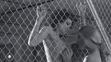 3. Сногшибательное позирование Анджелины Джоли и Элизабет Митчелл – Джиа