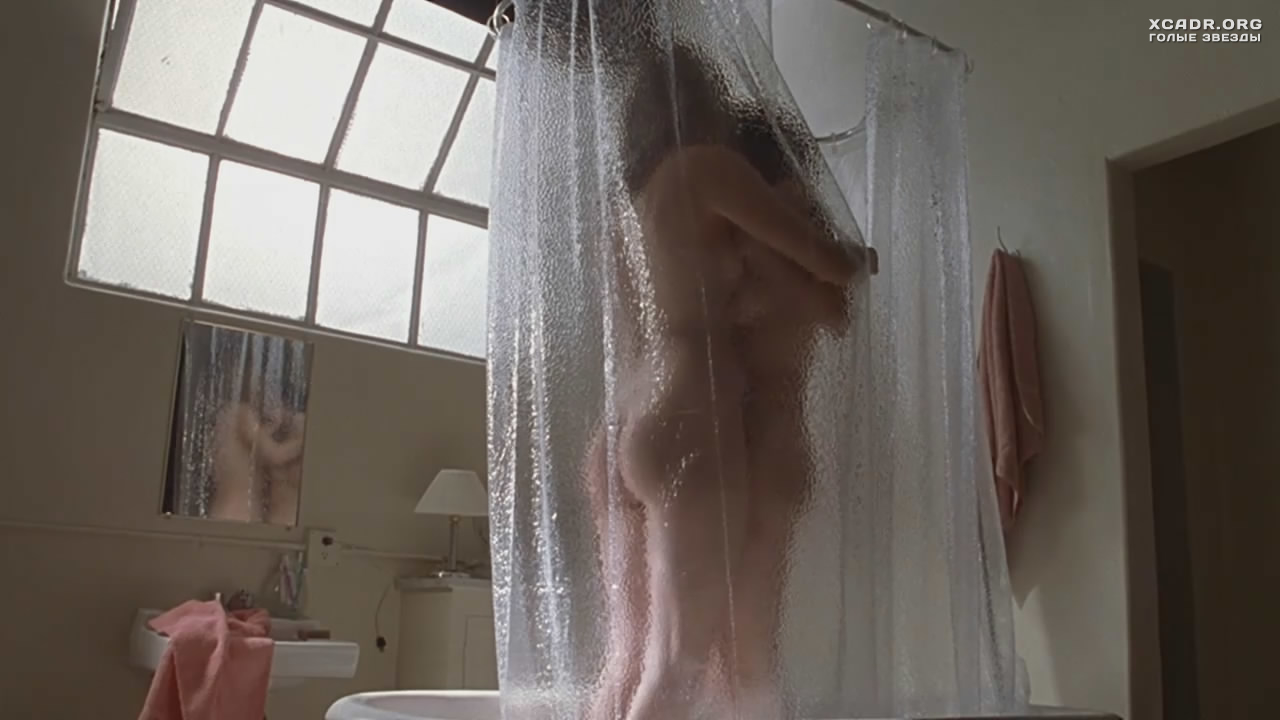 Angelina jolie nude shower — photo 2