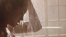1. Анджелина Джоли в душе – Лара Крофт: Расхитительница гробниц