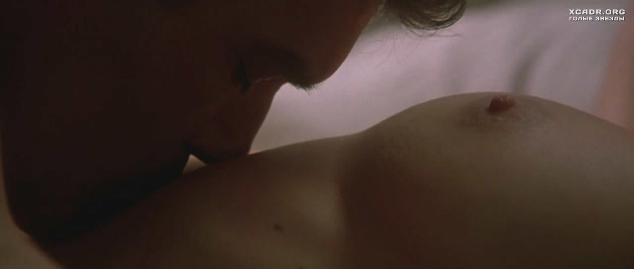 все эротические сцена фильма снимает тесто с грудей даже