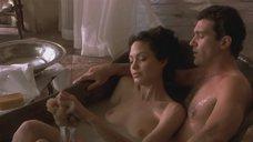 2. Обнаженная Анджелина Джоли принимает ванну – Соблазн