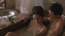 3. Обнаженная Анджелина Джоли принимает ванну – Соблазн