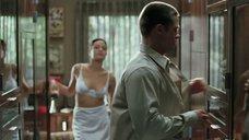 3. Анджелина Джоли в белье – Мистер и миссис Смит