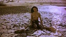 Полуголая Пенелопа Крус в пустыне