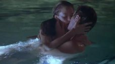2. Развлечения Джейми Кинг в бассейне – Чуваки