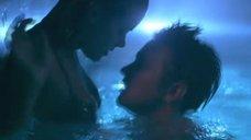 3. Развлечения Джейми Кинг в бассейне – Чуваки
