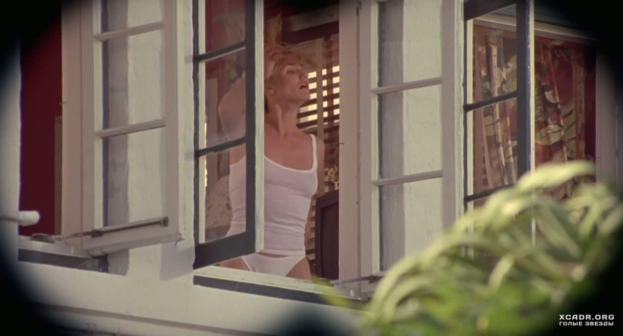 Подсматривать в окна за мастурбацией просто