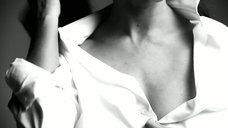 """Дженнифер Лав Хьюитт в рекламе сериала """"Список клиентов"""""""