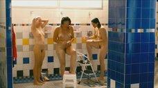 2. Дженнифер Подемски, Сара Силверман и Мишель Уильямс в душе – Любит / Не любит
